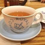 マダム ブロ - カップやお皿は、これでもwロイヤルコペンハーゲン製