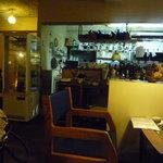 イルカッフェ - 誰かのおうちに来たような、そんな感じの店内。