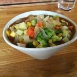 カレー風味すずき - どんぶりのようなボールにドーンと盛られた野菜。なかなか個性的です。