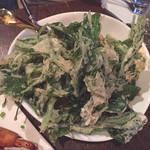 サムロータイレストラン - 空芯菜とシーフードのサラダ/1706円