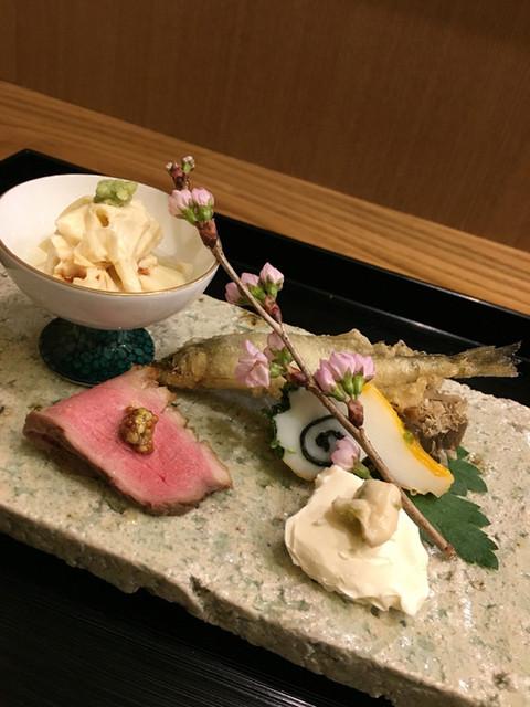 菘 - 前菜:烏賊わらび こんにゃくの土佐煮 クリームチーズの山葵漬け 揚げししゃも 湯葉