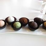 ショコラティエ バラノフ - 左からグランマルニエ(オレンジリキュール)、ウォッカ、抹茶、チョコレートクリーム、テキーラ、ラム酒、ヘネシー