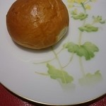 48545068 - 適温に暖められたロールパン