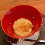 エスパイ クック コウベ - キャベツのポタージュに菊芋チップスが添え