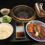 神戸 牛ひげ - 満腹焼肉ランチ¥980+税