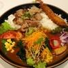 イートイット - 料理写真:豚あぶりカレー+トッピング・野菜+エビフライ1本