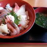 鳥海山 - 料理写真:地魚丼 1400円、生あおさ汁(丼ぶり注文の場合200円)