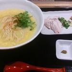 48559164 - 鶏白湯ラーメン、具材は別皿提供