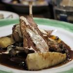 48566159 - 仔羊のロースト 無花果入りヴィンコット、ペコリーノチーズのソース