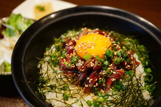 肉バル SHOUTAIAN 渋谷店 - 和牛ユッケ丼 (¥1,400)