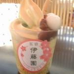48573924 - 抹茶×ほうじ茶ソフト。