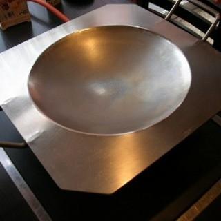 特注の鉄板を使用した料理の数々!