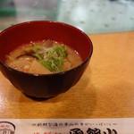 海鮮処 函館山 - お通しは具沢山な味噌汁