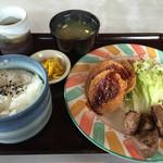 やぽんすき - 日替わり (ヒレカツとカットステーキ) 640円
