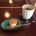 48588166 - デザートの豆腐アイス 生八つ橋添え