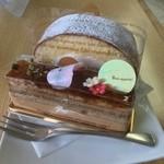 モンターニュ - 料理写真:サンマルクとGoodロールケーキ