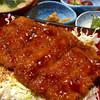 鳥三 - 料理写真:ソースカツ丼(1080円)。小鉢2つ、味噌汁、デザート付き。