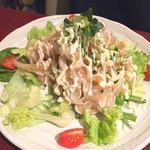 沖縄時間 - ミミガーとクラゲのコリコリサラダ〜梅ドレッシング〜580円