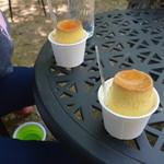 平泉寺のソフトクリーム屋さん - プリンの下にはソフトクリームが!!