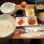 福太郎 - 、『福太郎のめんたいボウル』480円。天神中心部でワンコイン未満は素晴らしい!ごはんは2杯目まで無料です。TKG用の卵まで付いてます。