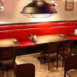 ハンバーグ&ステーキ食堂 KURAUZO - クラシカルなアメリカを感じさせるカジュアルな雰囲気