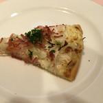 北島亭 - タルトフランベ。細かいベーコンの食感が楽しい!