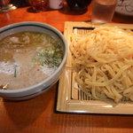 オカヤ食堂 - つけ麺 ひやあつです。濃厚スープと麺の相性がバッチリです!