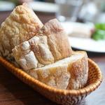 ラ・サンテ - 自家製パン