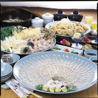 海人 - 料理写真:海人とらふぐ鍋コース 5900円(税別)
