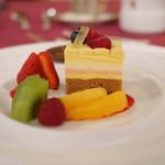 48615092 - 「デザート」                       フルーツとケーキ
