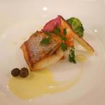 48615108 - 魚料理                       「白身魚のポワレ  海老と野菜添え  ブールブランソース」