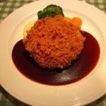 ヨシダゴハン - チーズ入りメンチカツ(¥1,180)