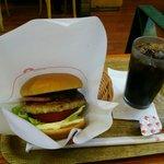 モスバーガー - とびきりベーコンバーガー ¥550とアイスコーヒーのSサイズ ¥250
