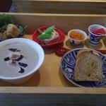 ふれんちん - セットのスープと小鉢4品とパン