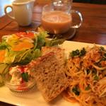 マザー アース カフェ - ★★★☆ Bランチ パスタ+サラダ+パン+プチデザート+ドリンク パンが美味しい❤︎