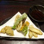 48635315 - 季節の野菜天ぷらと揚げ蕎麦がき