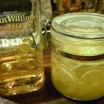 Bar Agit - エヴァン・ウィリアムス ハニーリザーブに漬け込んだレモンを使用