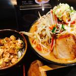 豪ーめん - 料理写真:チャー丼&豪〜めん辛味噌野菜増し