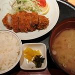 遊豚菜彩 いちにいさん 汐留店 - 黒豚とんかつセット(1500円)