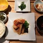 En - エビとエリンギ黒酢炒め定食(1,080)