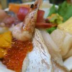 阿波水産 - 12種の海鮮丼
