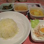 スリランカ料理 POLPOL - ベジタブルセットの内容:日替わりカリー2種・ポテトカリー・ライス