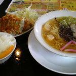 こだわり家 麺神 - 平日ランチ限定「よくばりセット」(らーめん+300円)