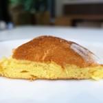 幸せのパンケーキ - バナナホイップパンケーキ チョコソース添え