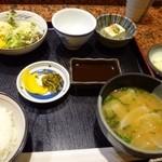 串揚げちょうすけ - 「ヒレカツ定食(1200円)」と「海老カツ定食(1200円)をオーダー。 ◆共通・・サラダ・奴・香の物・お味噌汁。
