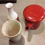 手打そば 三好屋 - 焼酎の蕎麦湯割り。徳利で来る蕎麦焼酎。