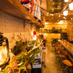 サニーサイドアップ - 店内には植物がたくさん。