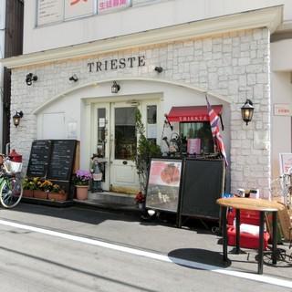 カフェ トリエステ - 西側の出入り口