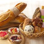 風の邱 焼きたてパン工房 - 50種類のパンは、店内のオーブンでいつでも焼きたて。
