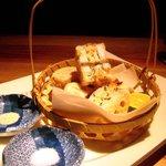 なっぱSUN - 蓮根と海老のはさみ揚げ(スダチと梅こぶ茶をお好みでお使いください)